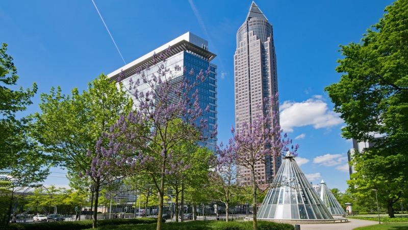 MesseTurm na primavera em Frankfurt