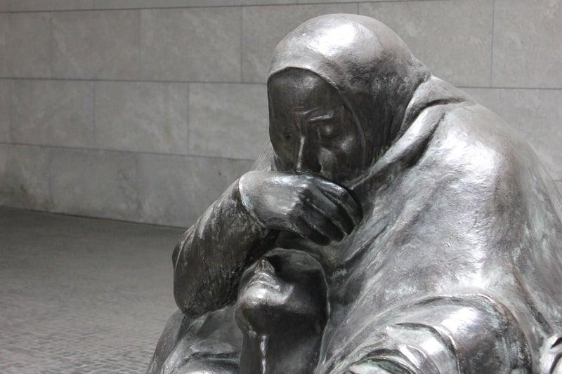 Escultura principal da Nova Casa de Guarda em Berlim
