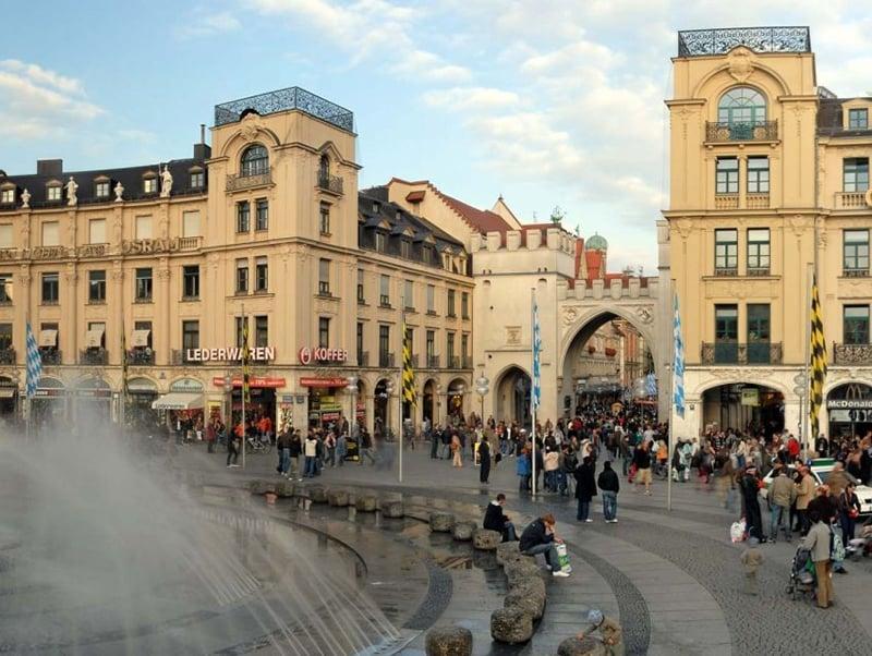 Praça Karlsplatz em Munique