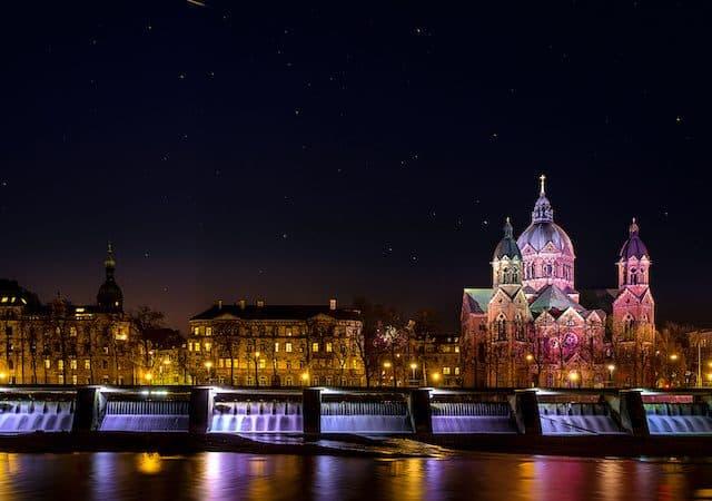 Cidade de Munique à noite