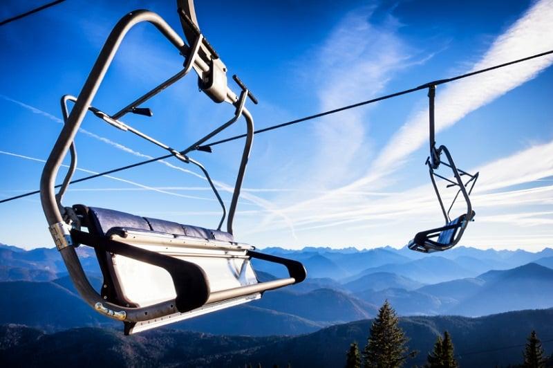 Teleférico da estação de esqui na Alemanha