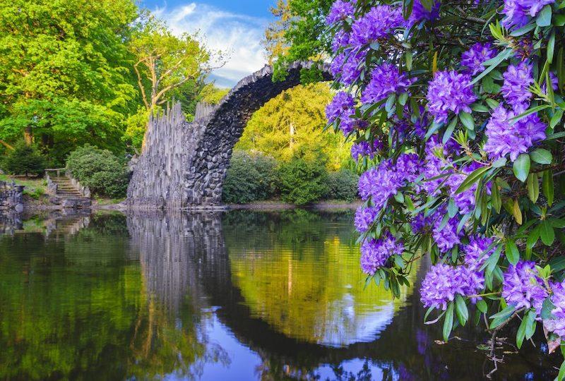 Ponte do Diabo em Kromlau na primavera