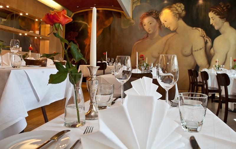 Mesas compartilhadas em restaurantes na Alemanha