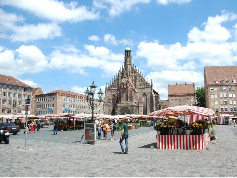 Marktplatz na cidade de Nuremberg na Baviera