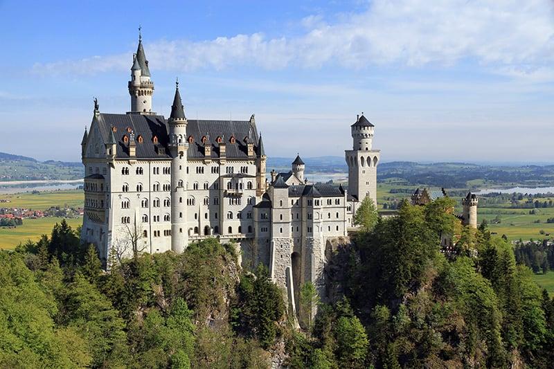 Vista do castelo de Neuschwanstein na Baviera