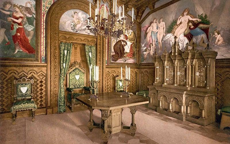 Sala interior do castelo Neuschwanstein na Baviera