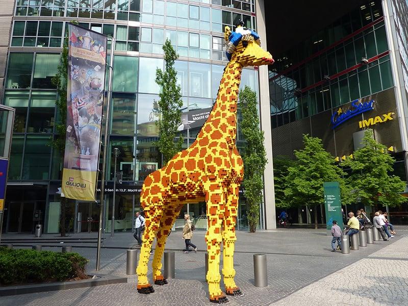 Girafa no Legoland Discovery Centre em Berlim