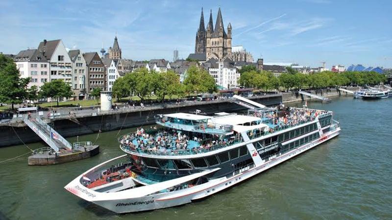 Passeio de barco pelo rio Reno em Colônia