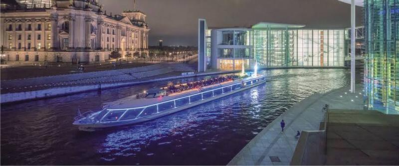 Passeio de barco à noite em Berlim