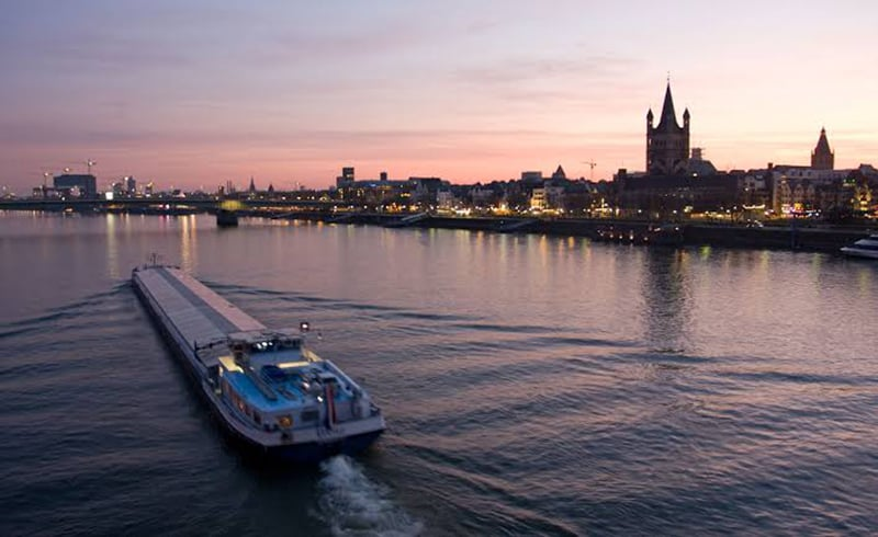 Pôr do sol no rio Reno em Colônia