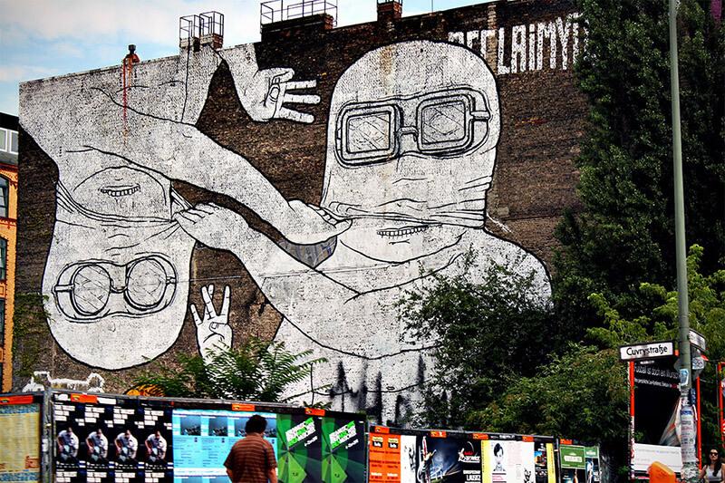 Intervenções artísticas no tour alternativo em Berlim