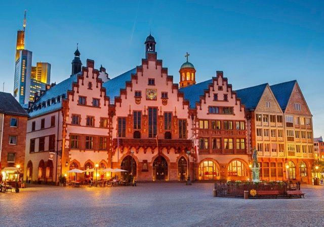 Praça no centro histórico de Frankfurt